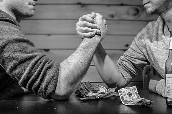 arm-wrestling-bar-betting-4417-min